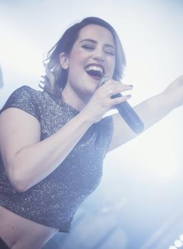 Sängerin Laura aus Köln