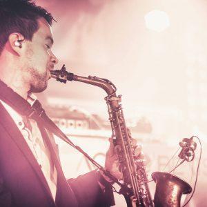 Liveband mit Saxophon